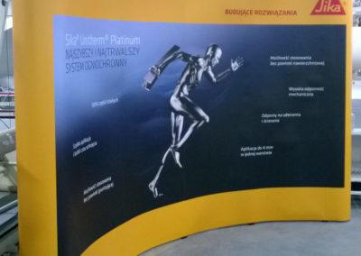 Ścianka reklamowa pop-up 4x3 z wydrukiem i oświetleniem.